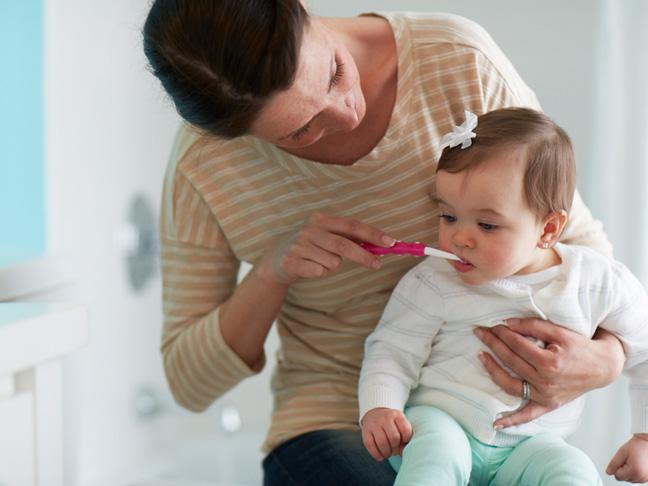 comment viter b b les caries sur ses dents de lait. Black Bedroom Furniture Sets. Home Design Ideas