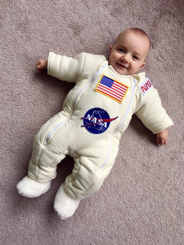 combinaison-dormir-maya-apres-combinaison-astronaute