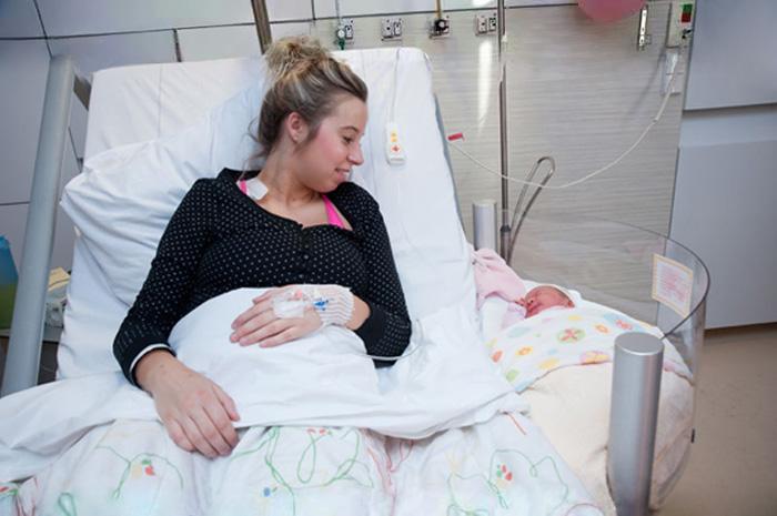 hopital-Gelderse-Vallei-nouveaux-lits-jeunes-mamans-et-bebe