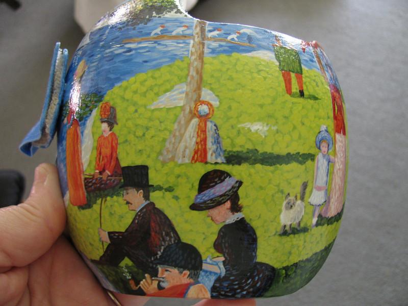 paula-strawn-artiste-bebe-syndrome-tete-plate-peint-casque-5
