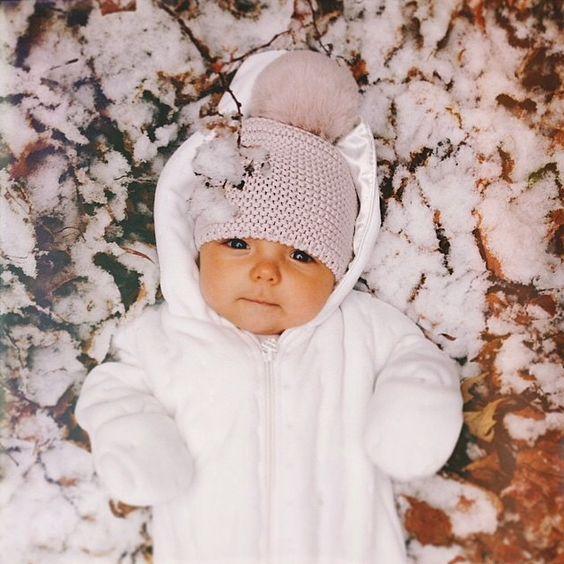 Bebes trop craquants pares a affronter l hivers avec un bonnet