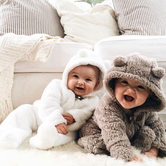 Bebes trop craquants pares a affronter l hivers deux petits oursons