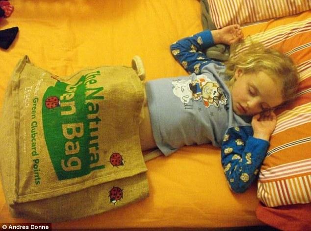 bebes-enfants-photos-endormis-nimporte-ou-1