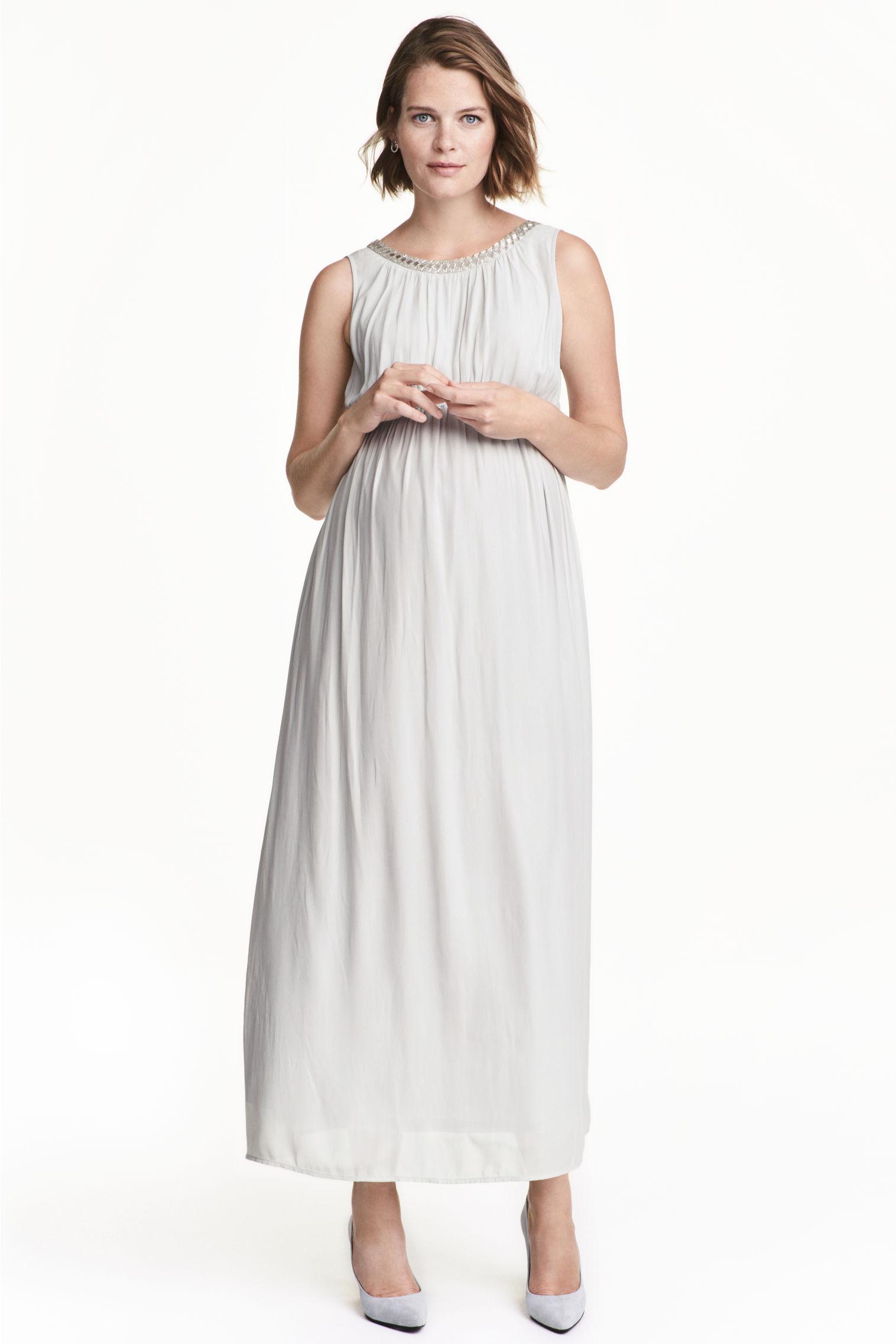 8 robes de grossesse qui sublimeront avec l gance vos. Black Bedroom Furniture Sets. Home Design Ideas