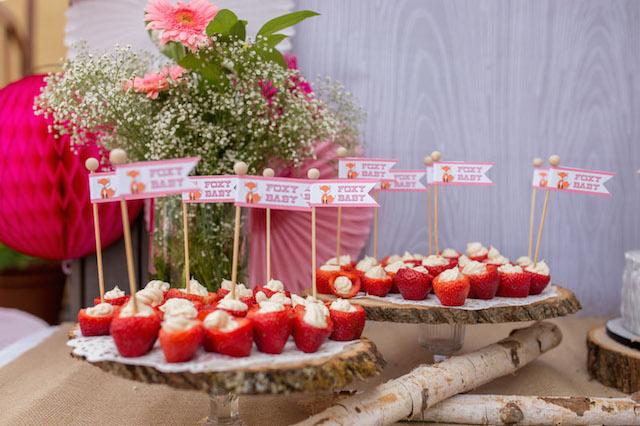baby shower-neuf mois-fraise-fruits