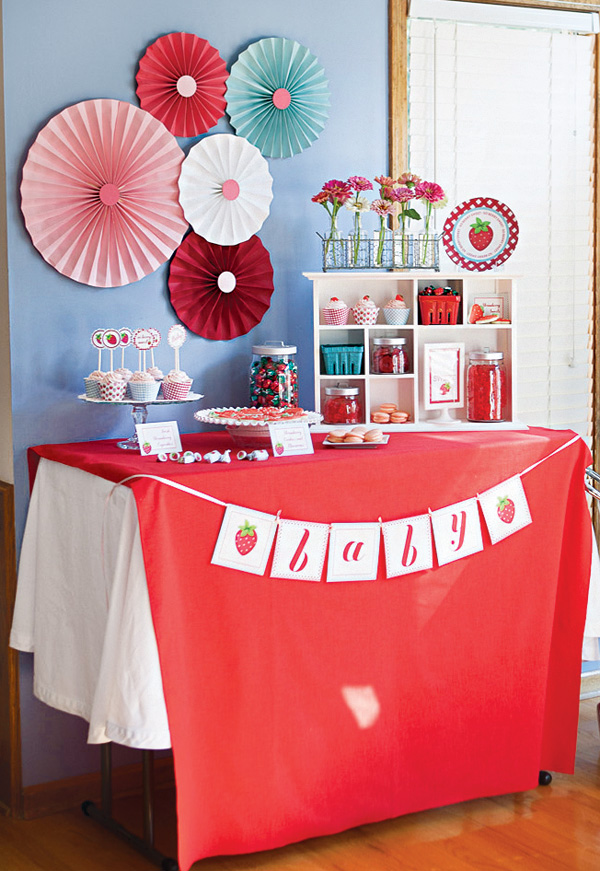 baby shower-neuf mois-fraise-déco