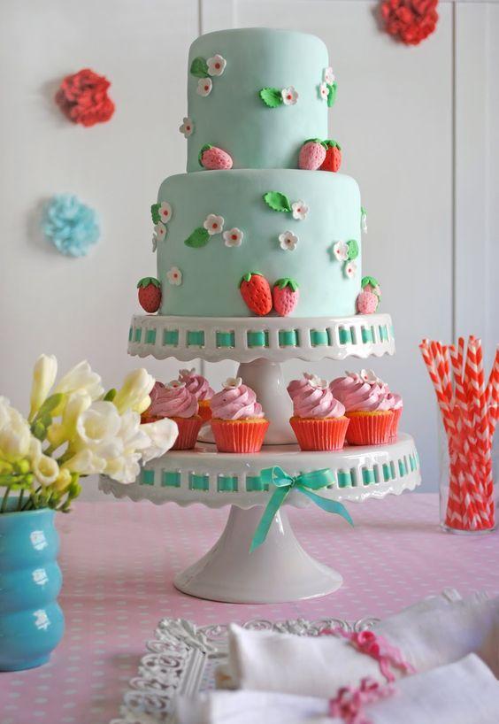 baby shower-neuf mois-fraise-gâteau