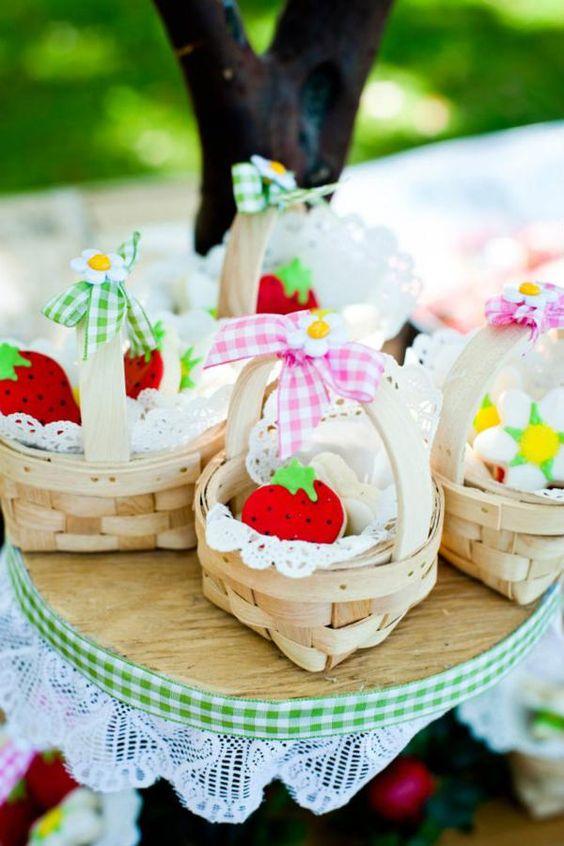 baby shower-neuf mois-fraise-miniatures