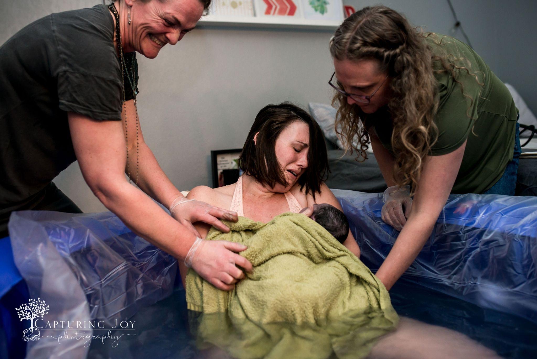 Premi re rencontre entre maman et b b un moment magique for Accouchement en piscine