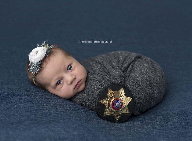 bébé né grace à un policier