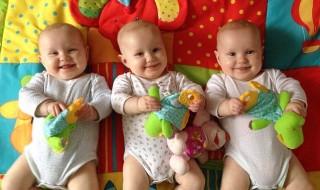 Comment différencier des triplés absolument identiques ?