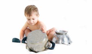 10 objets du quotidien à détourner en jouets pour bébé !