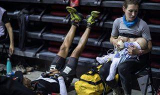Une maman parcourt l'ultra-trail tout en allaitant son bébé