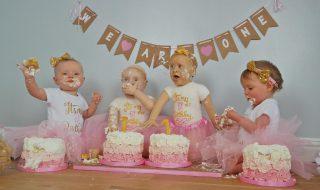 Cette maman a réalisé des gâteaux à l'effigie de ses filles pour leur premier anniversaire