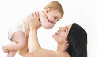Comment limiter la chute de cheveux après l'accouchement ?