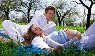 5 solutions pour le rapprocher de bébé pendant la grossesse