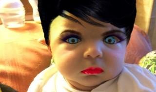 Pour s'amuser, elle « maquille » son bébé grâce à son smartphone