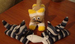 Comment transformer des chaussettes en adorable peluche pour bébé ?