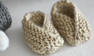 DIY : des petits chaussons trop mignons à tricoter pour bébé