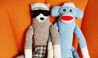 DIY : fabriquez une peluche petit singe avec des chaussettes