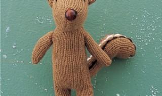 DIY : transformer de vieux gants en peluche super fun pour bébé