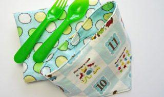 Fabriquer un bavoir-bandana trop mignon et super pratique pour bébé, rien de plus facile !