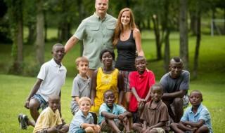 Un couple d'Américains adopte une fratrie de 8 enfants venue du Sierra Leone