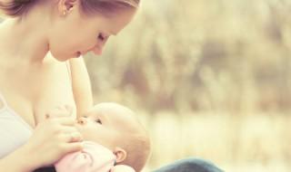 Je l'allaite, alors pourquoi mon bébé a-t-il des coliques?