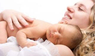 Devenues mamans grâce à la greffe d'utérus de leur mère