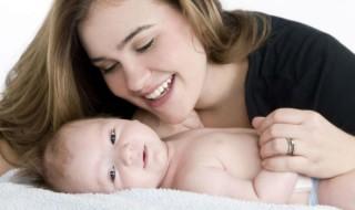Des lingettes pour bébés bientôt plus saines