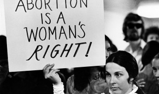 Licencié pour avoir refusé de pratiquer une IVG