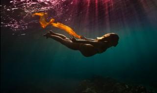Découvrez une photo de grossesse sous-marine absolument géniale !
