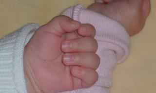 Un bébé peut en cacher un autre
