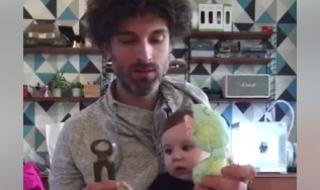 Ce papa serait-il plus observateur que les fabricants de jouets quand il s'agit d'amuser bébé ?