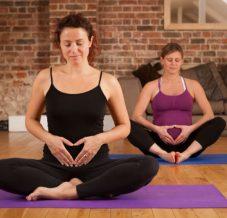 Le yoga prénatal : quand, comment et avec qui ?