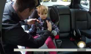 Enlever le manteau de votre enfant dans la voiture peut lui sauver la vie !