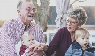 Les grands-parents gardent plus leurs petits-enfants qu'on ne le pense !