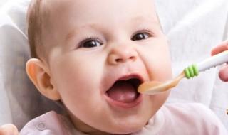 L'alimentation de bébé mois par mois : tout ce qu'il faut savoir