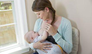 Non, allaiter bébé ne ferait pas mincir…