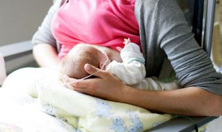 Allaiter un bébé né prématuré aide au développement cardiaque sur le long terme