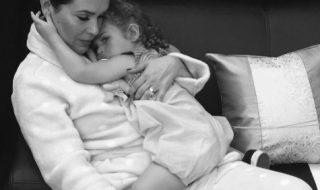 Alyssa Milano dévoile pourquoi elle aime tant la cicatrice de sa césarienne