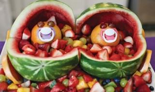 Annoncer que vous attendez des jumeaux de manière très fruitée !