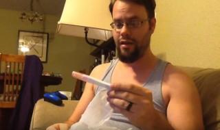Un futur papa sourd très ému en apprenant qu'il va devenir père !
