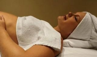 Aromathérapie, homéopathie : les médecines douces sont-elles de bonnes alliées pendant la grossesse ?