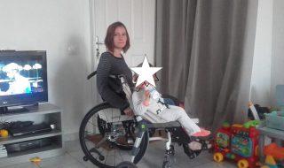 Découvrez la belle invention de cette maman handicapée pour emmener son petit bout partout !