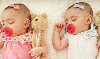 Une maman crée une glu pour coller des accessoires sur la tête des bébés…