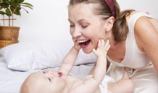 Pourquoi babiller avec bébé faciliterait l'apprentissage de son langage ?