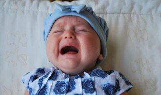 Une maman mise à la porte d'un café à cause des pleurs de son bébé : la situation divise les internautes