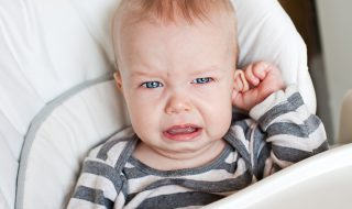 Comment savoir si mon bébé souffre d'une otite?