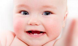Comment soigner les dents de lait de bébé?